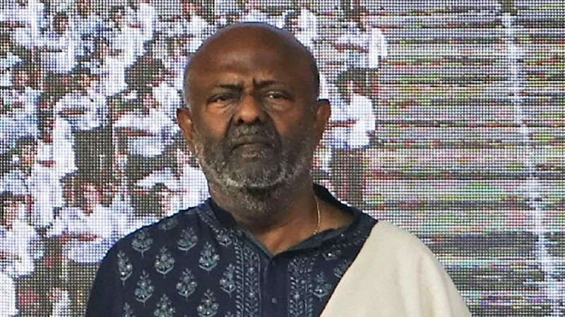 All should help in overcoming issues, says Shiv Nadar