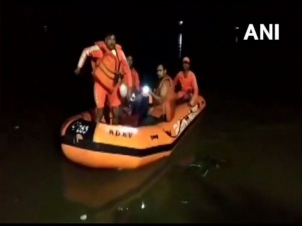 West Bengal: 2 dead, 7 missing after boat capsizes in Malda
