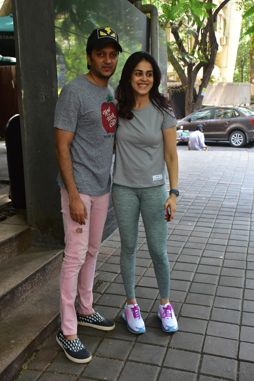 Genelia D'Souza Deshmukh and Riteish Deshmukh spotted at Starbucks Khar
