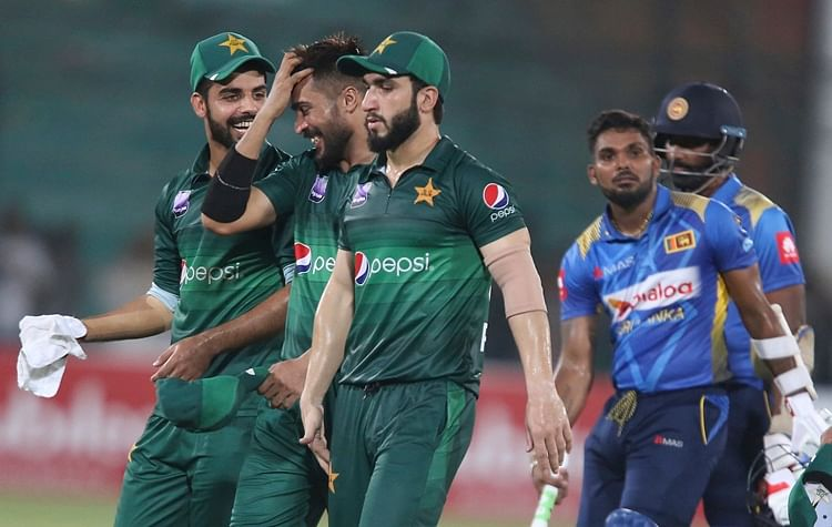 Netizens make hay as multiple floodlight failures mar Pakistan vs Sri Lanka match
