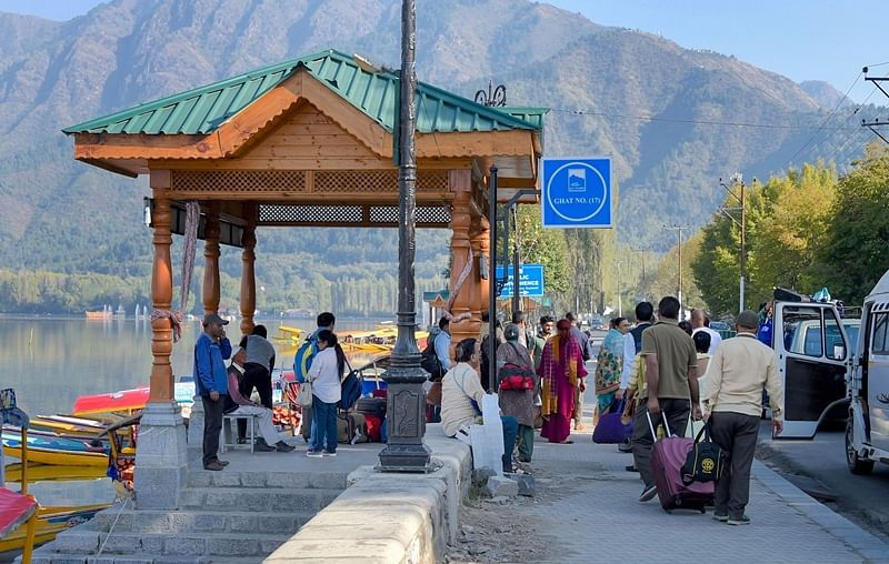 Advisory curbing tourists in Kashmir Valley lifted