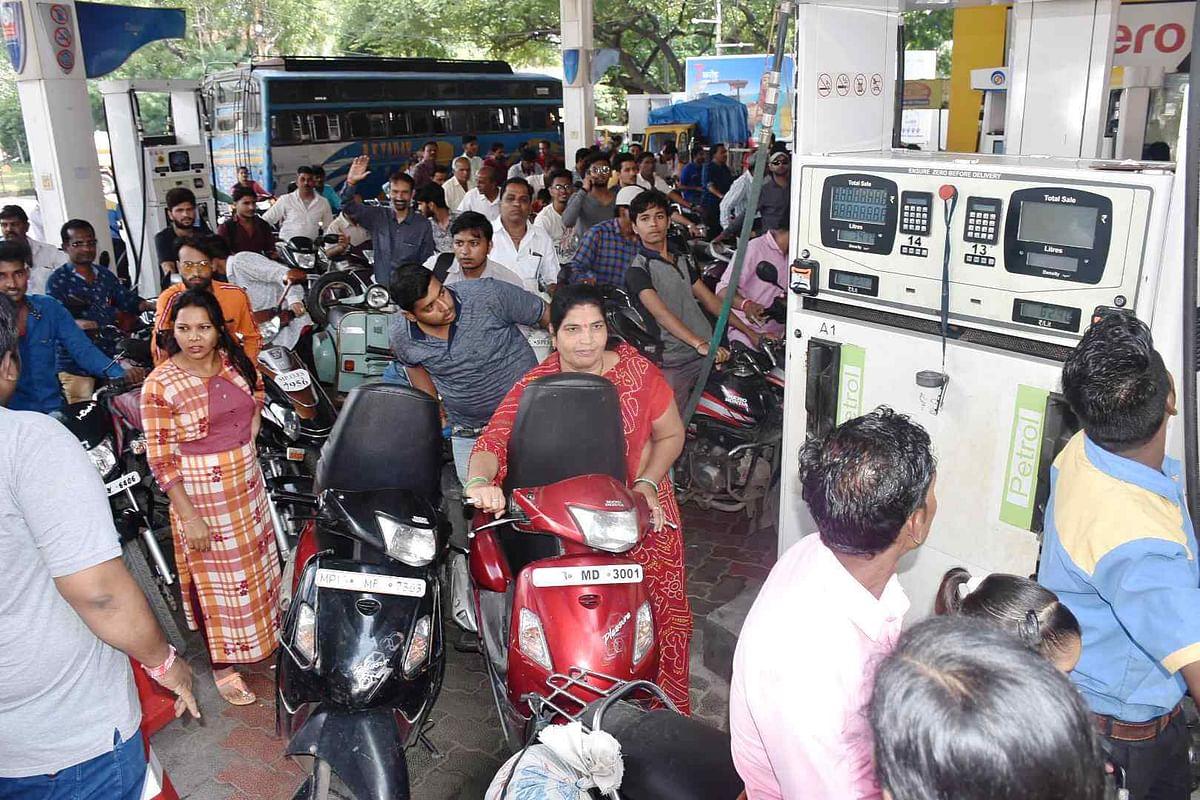 Ujjain: Transporters' strike hassles commuters