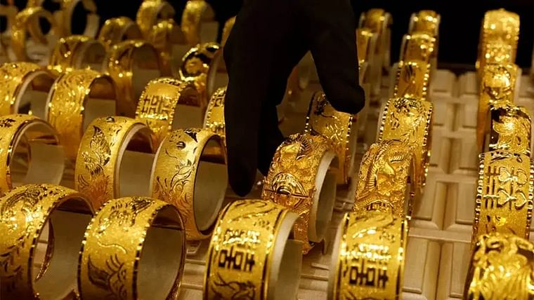 Gold prices fall by 0.20 percent after reaching its day high, silver edges higher