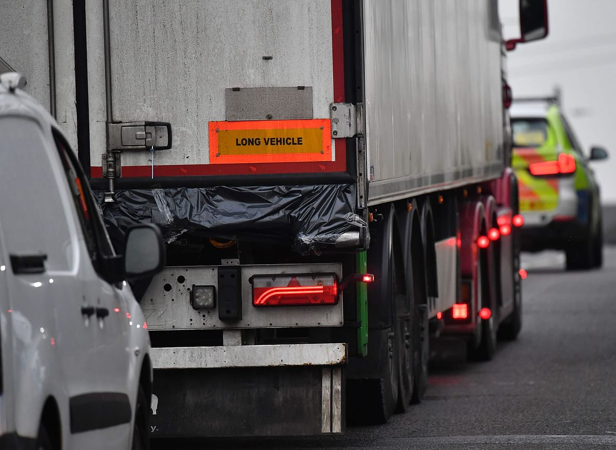 9 migrants found alive in lorry container in Kent
