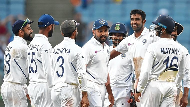India overcome the resilient SA tail and carry forward 326 runs advantage in last two days of the Test