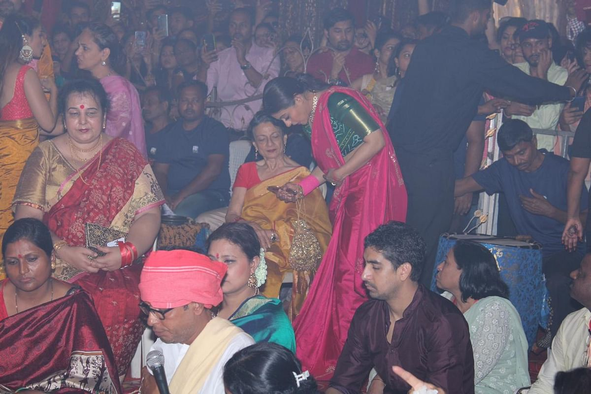 Kajol with mom Tanuja and sister Tanisha for Durga Puja
