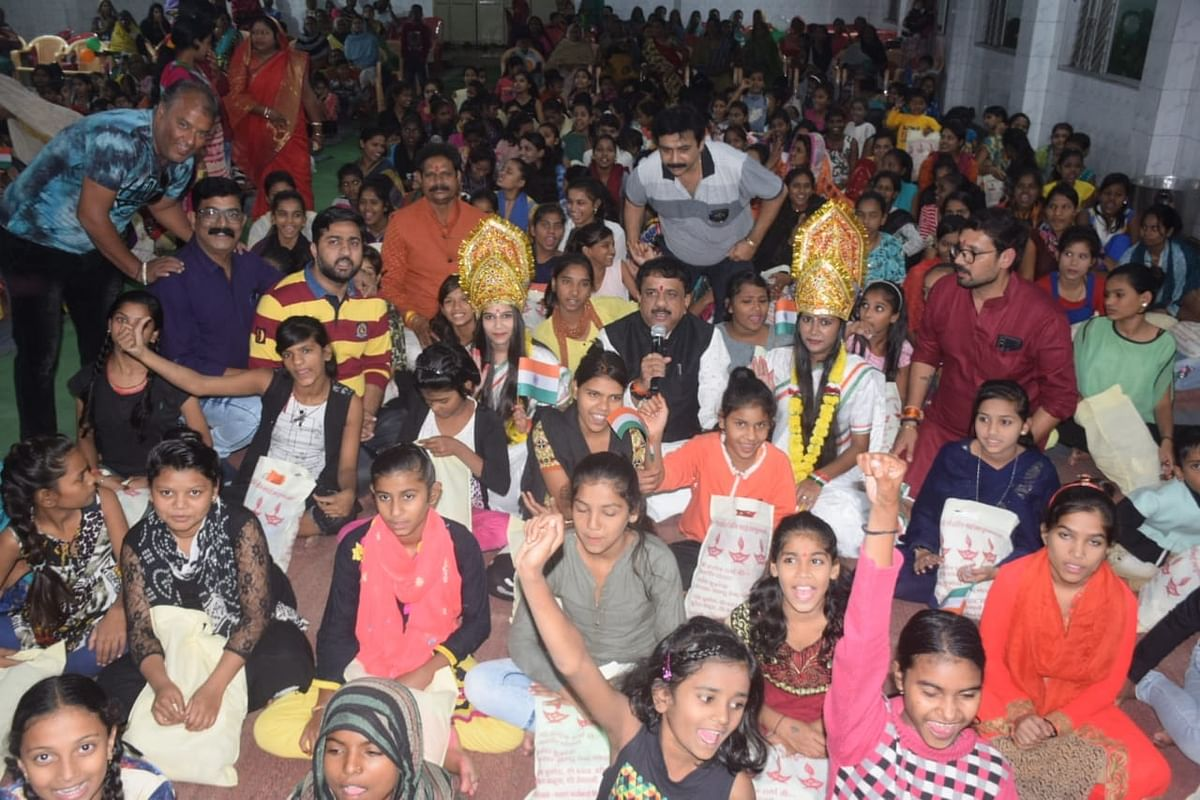 Bhopal: Over 600 daughters get clothes, crackers & diyas