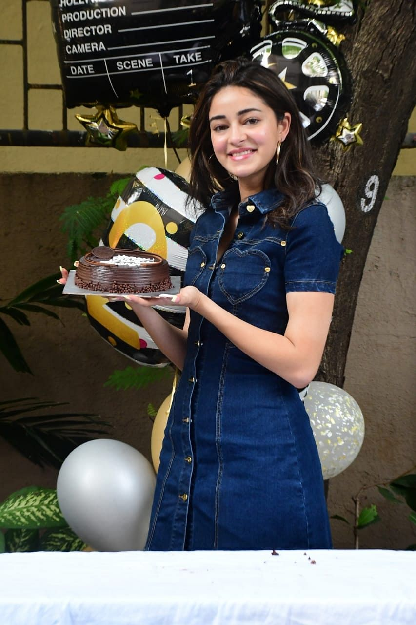 Ananya Panday celebrates her 21st birthday in filmy style with paparazzi