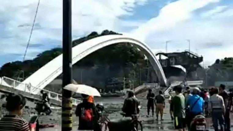 Bridge collapsed in Taiwan