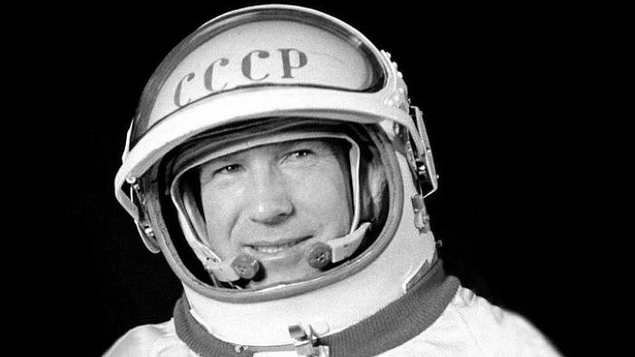 First man to conduct spacewalk, Alexei Leonov, dies