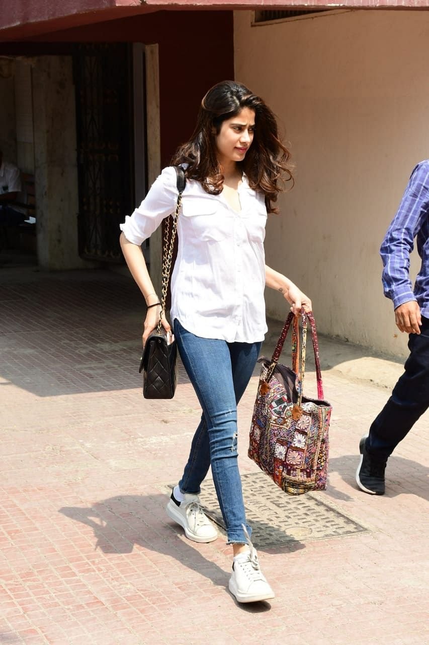 What does one carry in tiny Chanel bag worth Rs 4 lakh? Ask Janhvi Kapoor
