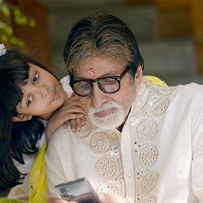 Amitabh Bachchan shares family photo with Abhishek, Aishwarya and Aaradhya; says 'We hear your prayers'