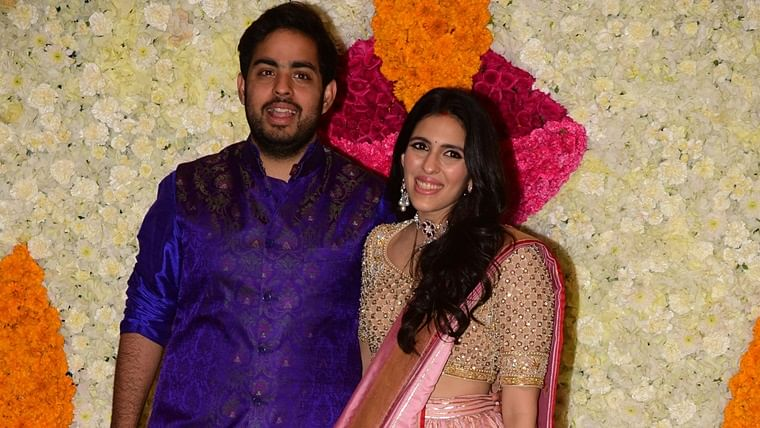 Shloka Mehta claps back at pregnancy rumours in a stunning lehenga at Ambani Diwali bash