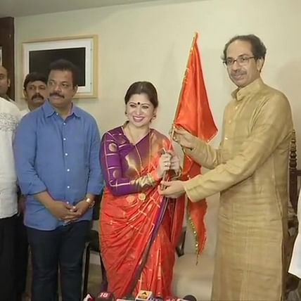 Marathi actress Deepali Sayed joins Shiv Sena, to contest assembly elections from Mumbra-Kalwa constituency