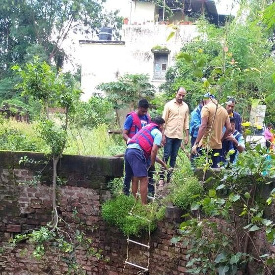Indore: Man commits suicide after jumping in well