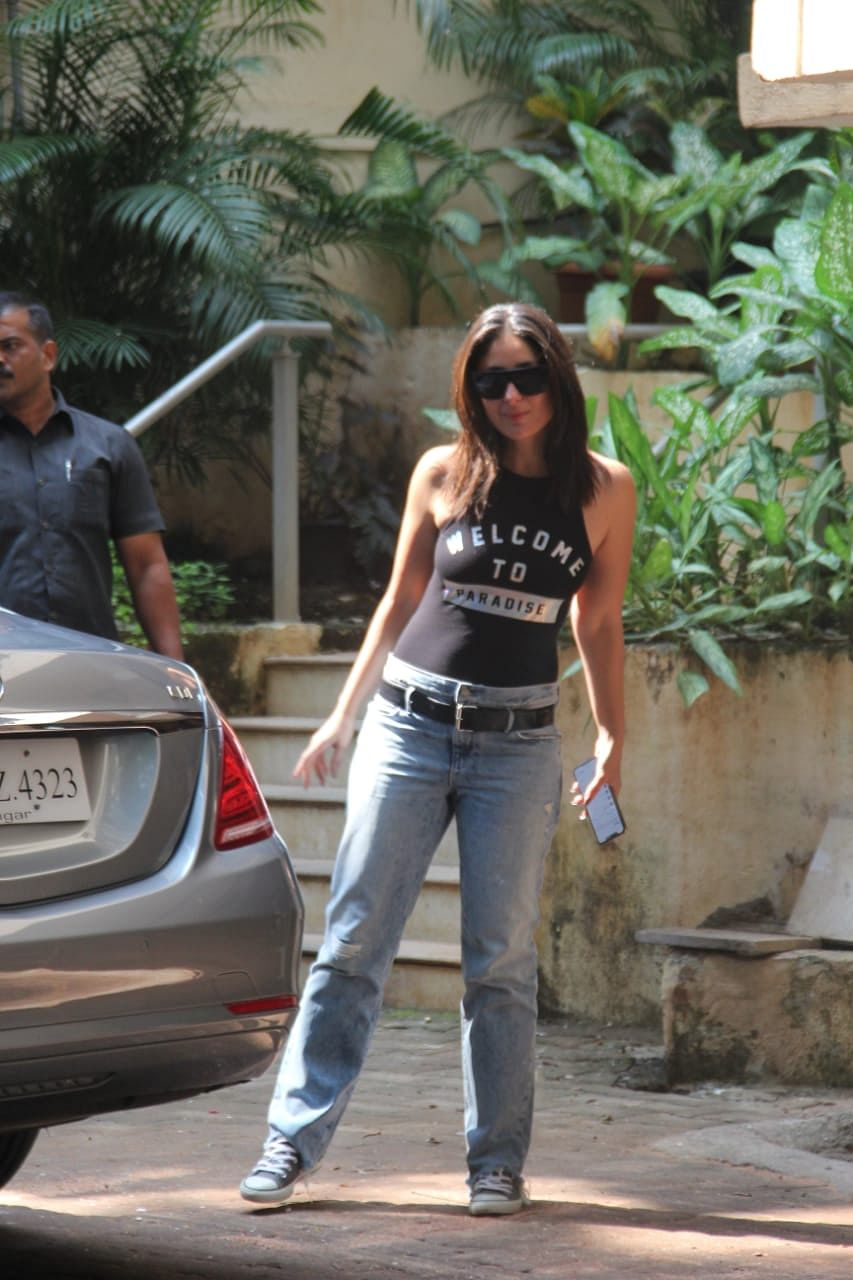 Kareena Kapoor Khan snapped at Aamir Khan house in Bandra