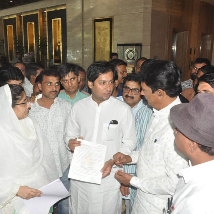 Indore: MC speaker, oppn leader meet minister for fund release