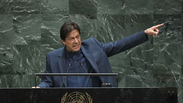 Hypocrisy much? As Imran whines about minority rights, Pak rejects bill to allow non-Muslims to become PM