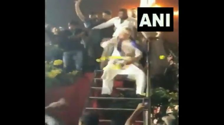 Swag alert: Watch Asaduddin Owaisi show off his epic dance skills to 'Miya Bhai'
