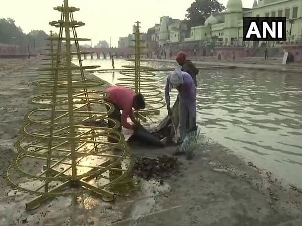 Ayodhya: After 'Deepotsav', cleaning operation begins