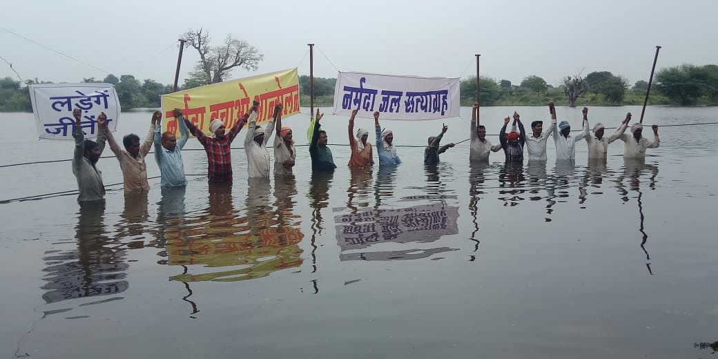 Khandwa: NBA chief, villagers start 'Jal Satyagraha'