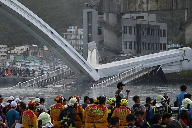 10 injured, 6 trapped after bridge collapses in Taiwan