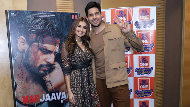 Sidharth Malhotra, Tara Sutaria turn up the Garba fever during 'Marjaavaan' promotions
