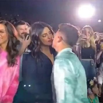 Priyanka Chopra, Nick Jonas' liplock during concert will make you go OMG!