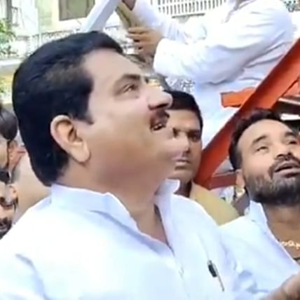 Watch: SP leader Firoz Khan's crying in front of Gandhi statue makes Twitter ROFL