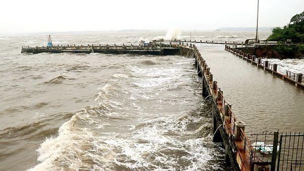 Maharashtra: Cyclone'Kyarr' is stirring up