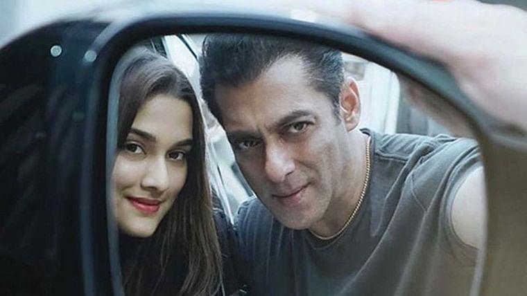 Salman Khan and Saiee Manjrekar pose for a 'rare rear-view mirror' selfie