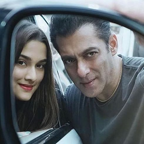 Salman Khan and Saiee Manjrekar pose for a 'rare rear-view mirror' selfie