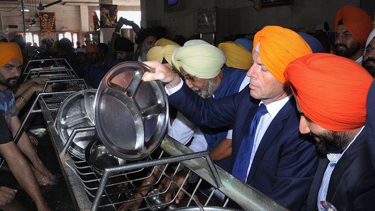 Former Australian PM Tony Abbott visits Golden Temple in Amritsar, partakes langar