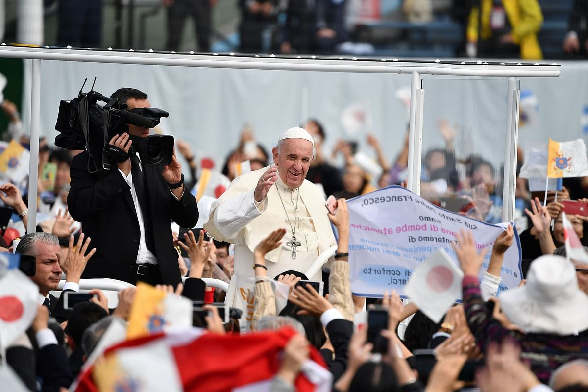 Pope Francis rides in carbon-free popemobile