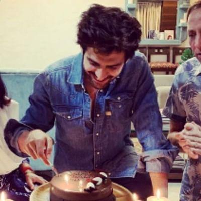 Inside pics: Kartik Aaryan's parents surprise him on 29th birthday