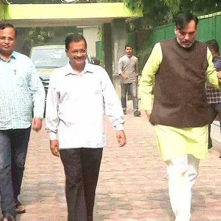 Delhi: Arvind Kejriwal carpools with ministerial colleagues on first day of odd-even