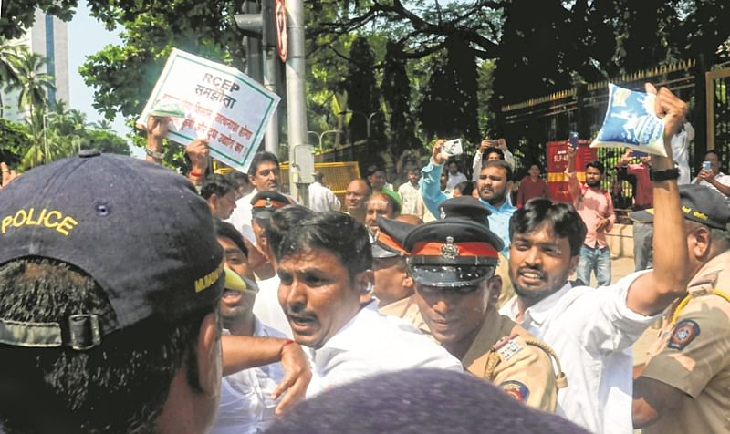 RCEP deal: Farmers stage protest outside Mantralaya