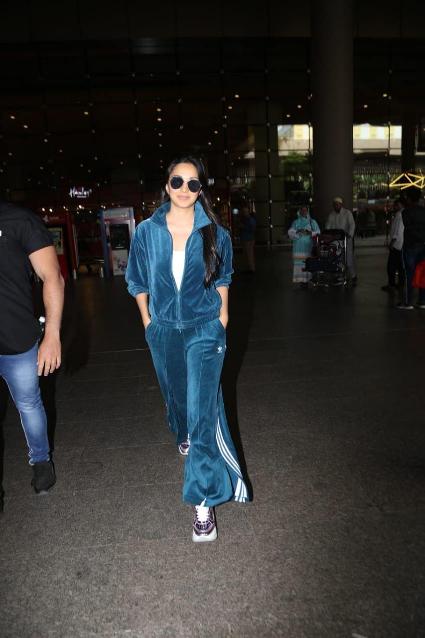 Kiara Advani at Mumbai airport