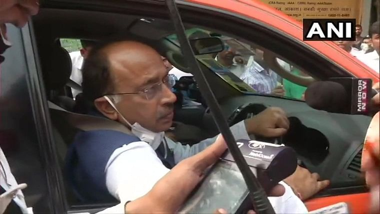 BJP leader Vijay Goel violates odd-even rule, issued challan of Rs 4000 by cops