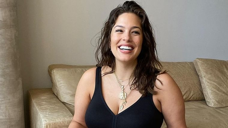 Plus-size model Ashley Graham redefines maternity with nude selfie, wishes fans on Thanksgiving