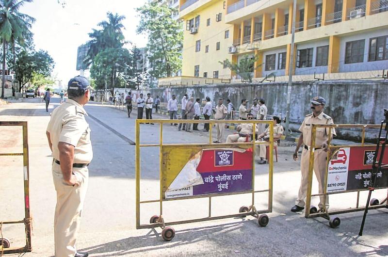 Shiv Sena MLAs camp at Rangsharda