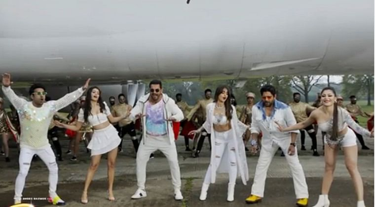 Get ready to groove to 'Thumka' song from John Abraham's 'Pagalpanti'