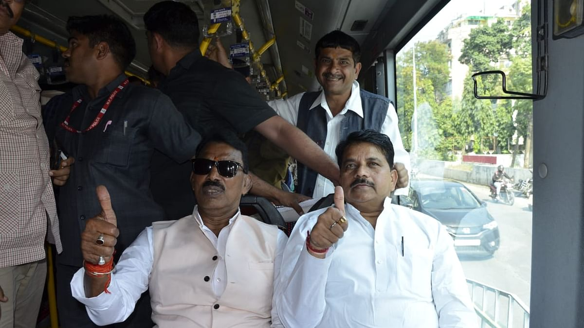 Indore: Ministers, officers use public transport