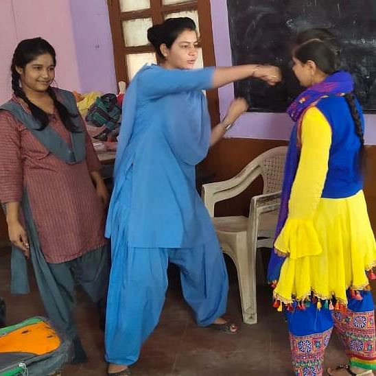 Indore: Cops giving self defence training to school girls