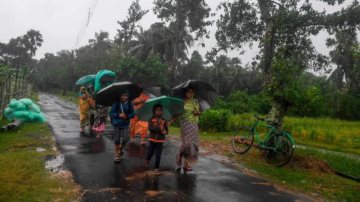 Villagers holding umbrellas carry their belongings on their way to enter a relief centre as Cyclone Bulbul is approaching, in Bakkhali near Namkhana in Indian state of West Bengal on November 9, 2019.