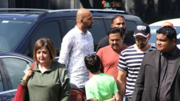 Roshan Reunion: Sunaina making up with dad Rakesh and brother Hrithik shows it's all about loving your family