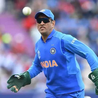 'Is MS Dhoni retiring?': Twitter in absolute shock after Captain Cool not included in BCCI's annual contract