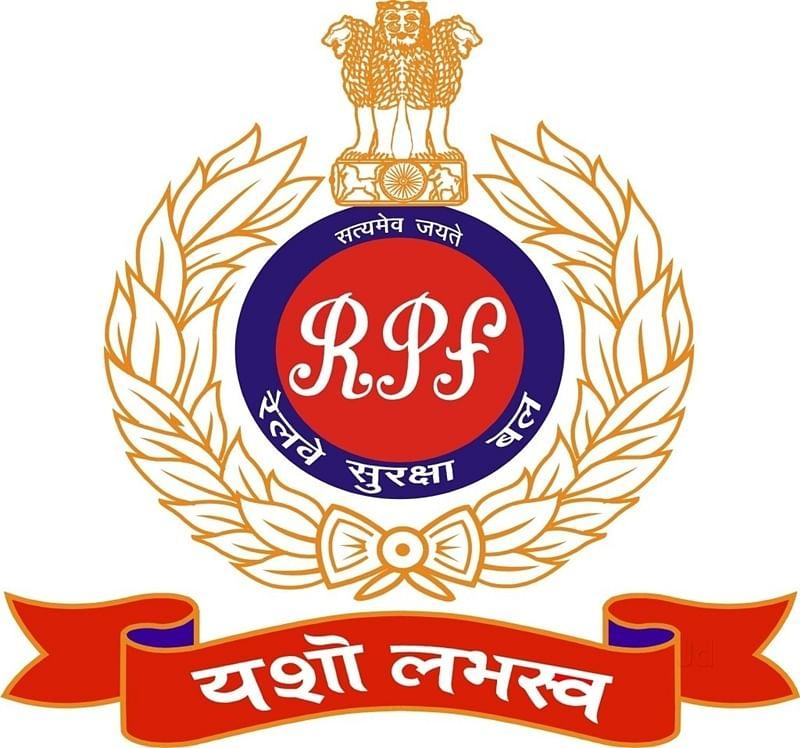RPF man risks life, saves passenger on tracks