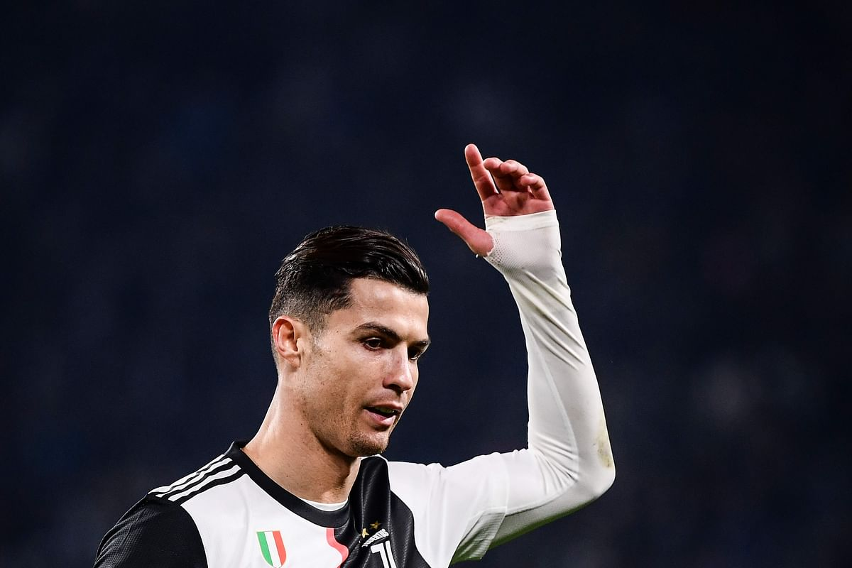 Ronaldo leaves Stadium after being substitute with Paulo Dybala