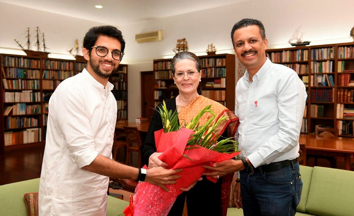 Shiv Sena leader Aaditya Thackeray invites Congress President Sonia Gandhi to attend the oath ceremony of his father and party chief Uddhav Thackeray as Maharashtra Chief Minister, in New Delhi, Wednesday, Nov. 27, 2019.